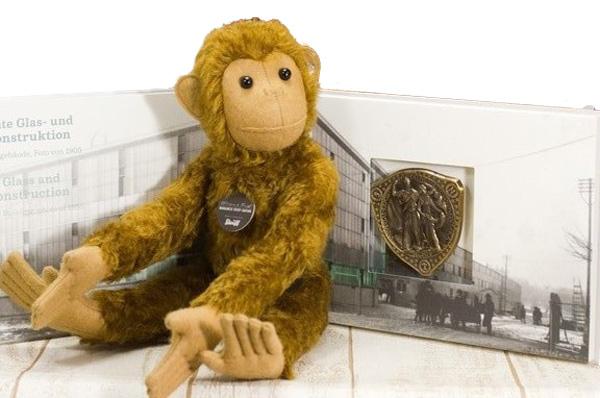 リチャード テディベアとPBモンキーの複製メダルと小冊子